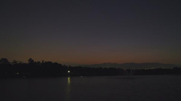 昆陽池公園から望む六甲山方面の残照の空(by IXY DIGITAL 910IS)