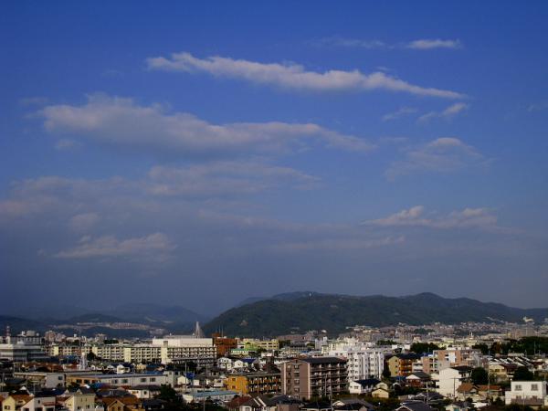 五月山方面の空(by IXY DIGITAL 910IS)