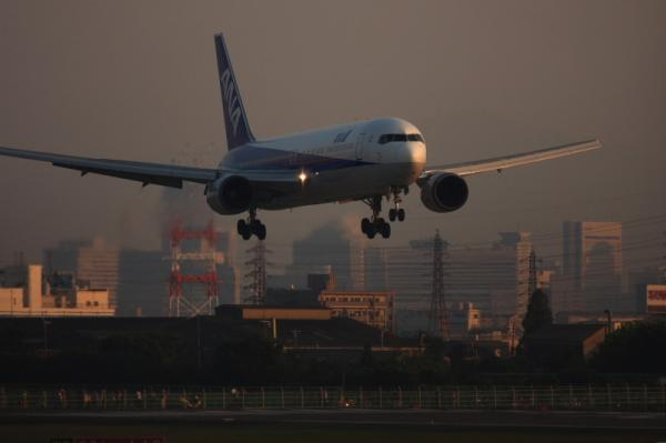 ANA B767-381 NH776@東水門(by 40D with EF100-400)
