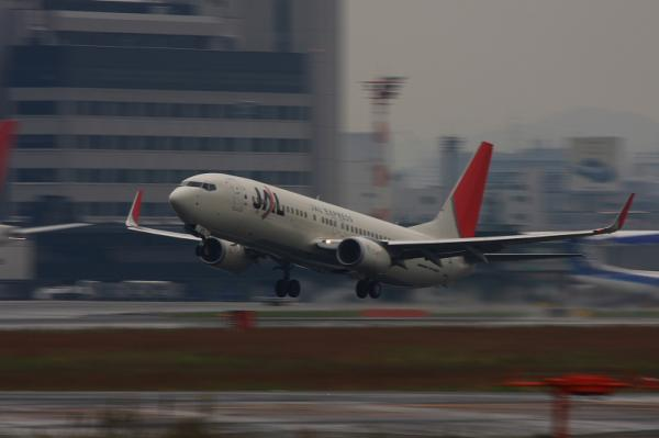 JEX B737-846 JC2383@RWY14Rエンド(by 40D with EF100-400)