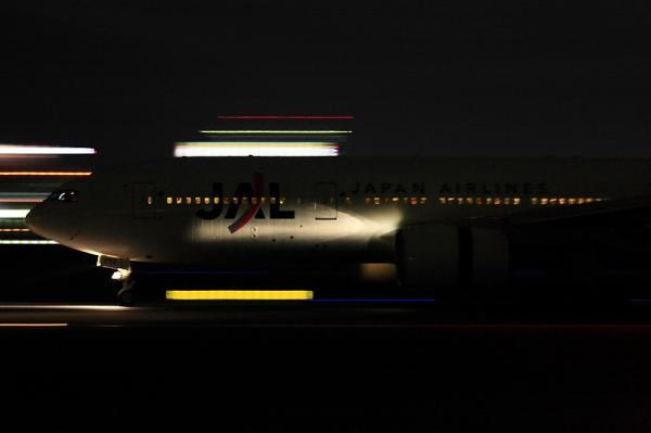 JAL B777-246 JL133@伊丹スカイパーク南駐車場(by 40D with EF100-400・手持ち)