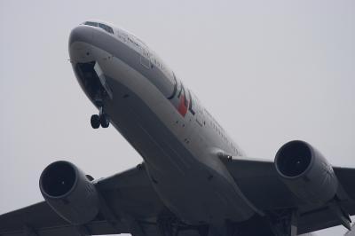 JAL B777-246 StarJet Procyon JL112@RWY14Rエンド脇再開発地区(by EF100-400)