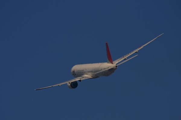 JAL B777-346 JL2081@RWY14Rエンド(by 40D with EF100-400)