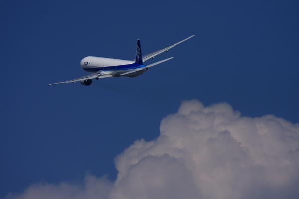 ANA B777-381 NH105@RWY14Rエンド(by 40D with EF100-400)