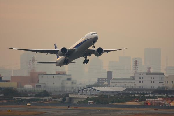 ANA B777-381ER NH2176@エアフロントオアシス(by 40D with EF100-400)