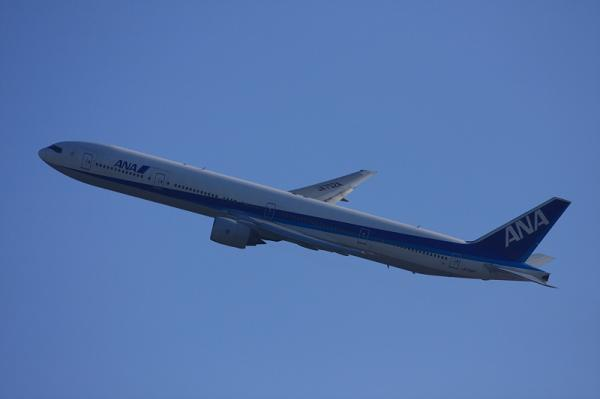 ANA B777-381 NH14@瑞ヶ池公園(by 40D with EF100-400)