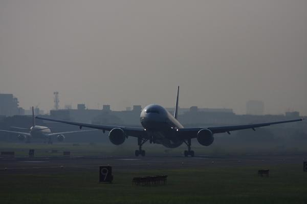 ANA B777-381 NH14@RWY14Rエンド(by 40D with EF100-400)
