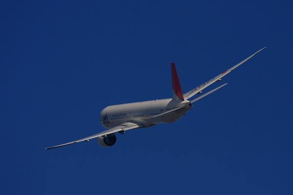 JAL B777-346ER JL3002@RWY14Rエンド(by 40D with EF100-400)