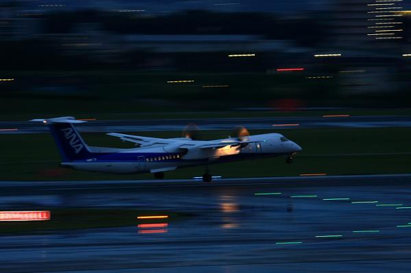 ANA DHC8-Q400 NH1639@ラ・ソーラ(by 40D with EF100-400)