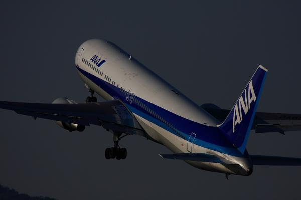 ANA B767-381 NH32@伊丹スカイパーク(by 40D with EF100-400)