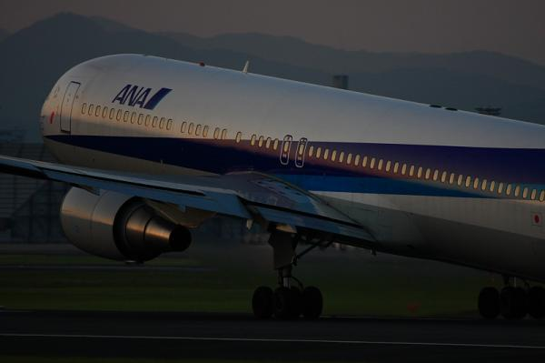 ANA B767-381 NH427@伊丹スカイパーク(by 40D with EF100-400)
