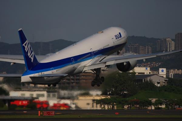 ANA B777-381ER NH2176@東水門(by 40D with EF100-400)