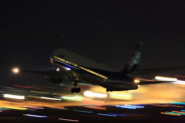 ANA B767-381 NH529@伊丹スカイパーク(by 40D with EF100-400&三脚)