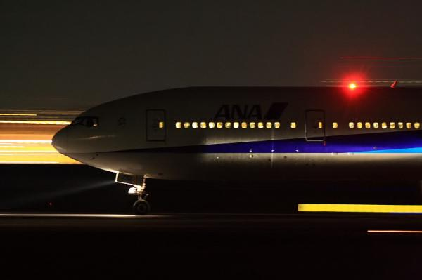 ANA B777-381 NH37@伊丹スカイパーク(by 40D with EF100-400&三脚)