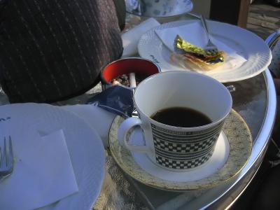 午後のヒトトキをコーヒーショップで(IXY DIGITAL L3)