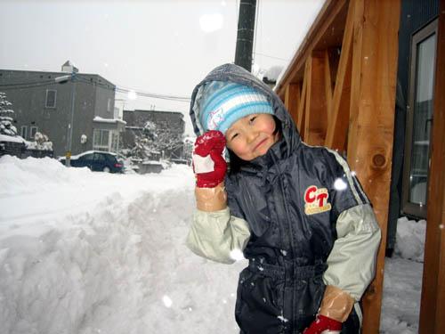雪遊びが楽しいちーちゃん