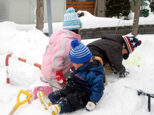 みんなで雪遊び