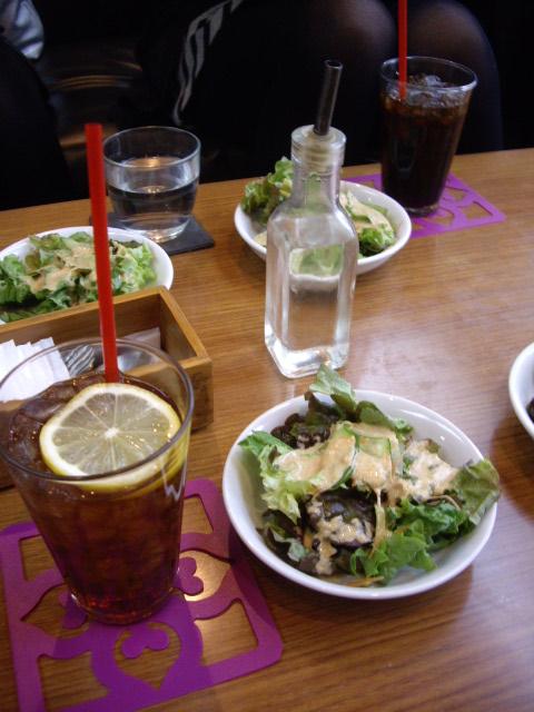 サラダと飲み物