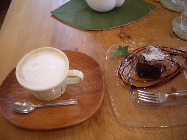 カフェオレとチョコケーキ