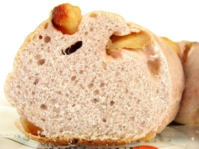 JUNOESQUE BAGEL--りんごとカシスのベーグル(9月限定)。