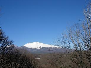 雪をかぶった浅間山