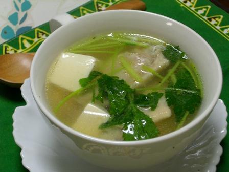 鶏手羽とお豆腐のスープ