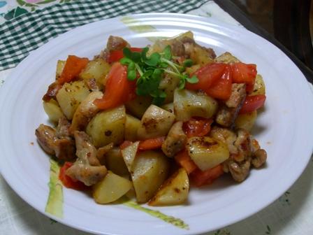 鶏と新じゃがトマト炒め