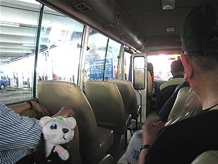 バスで移動中