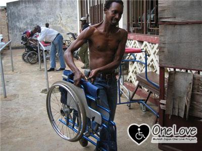 ブルンジ車椅子片付け2