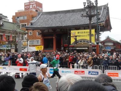 東京マラソン 雷門前