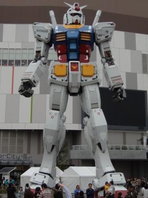 ダイバーシティ東京プラザのガンダム立像
