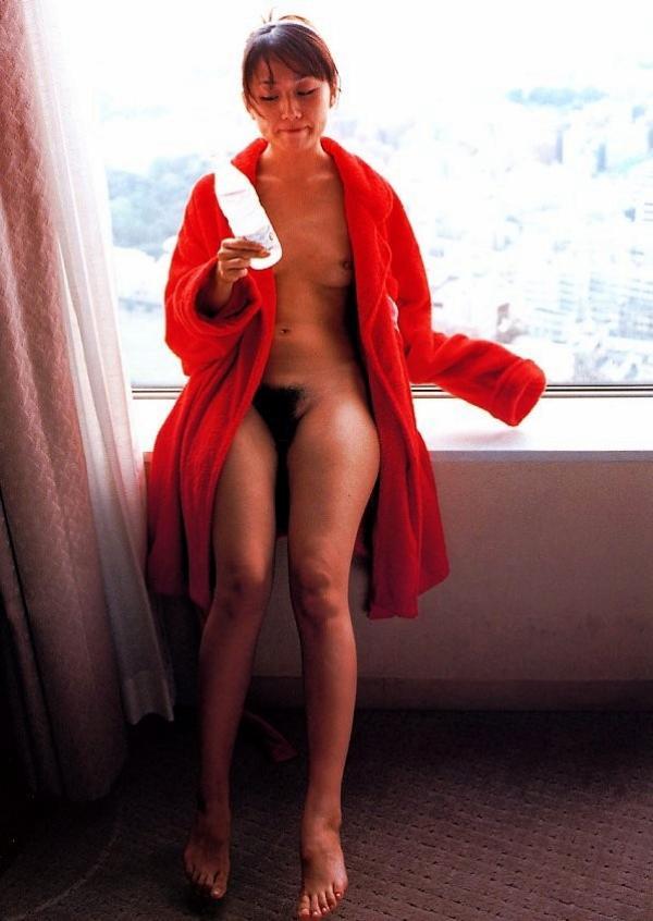 陰毛の濃い奥さんもちの旦那居るかな・・・->画像>83枚
