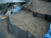 石積み一段落で雨