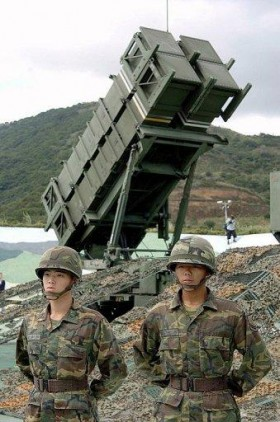 taiwanese-soldiers-guarding-patriot-missle-launcher-280x422.jpg