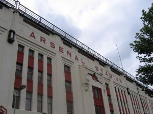 800px-Arsenal_Stadium_Highbury_east_facade.jpg