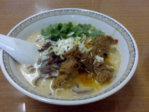 華隆餐館 牛肉刀削麺