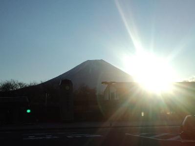 富士山に昇る朝日