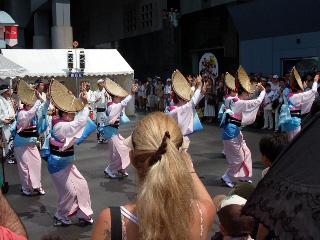 京都駅前の阿波踊り
