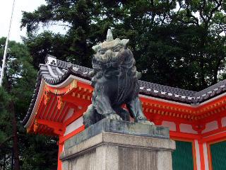 八坂神社入口の狛犬
