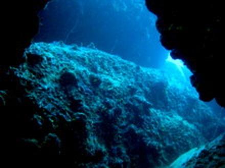 タオ島 ダイビング グリーンロック 岩 光