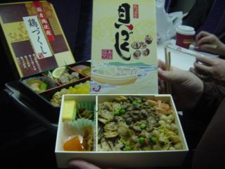 名古屋の駅弁??『貝づくし』 母が食べている最中のを拝借(^_^;)