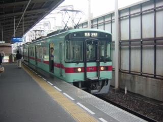大橋駅で急行電車の通過待ち