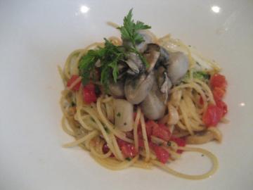 白菜とカブラ、白シメジ、牡蠣のスパゲティ
