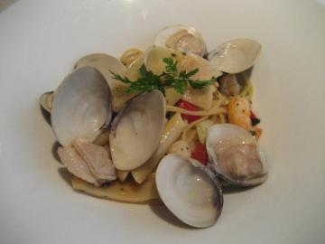 パッケリーとペンニーニ リガーテ 緑黄色野菜と小海老と蛤のソース