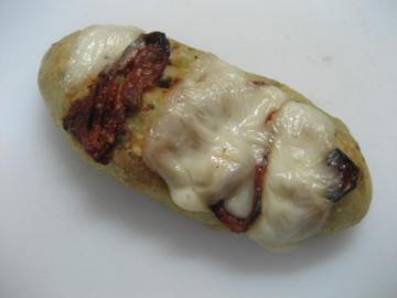 ドライトマトとモッッツレラちーずのフォカッチャ