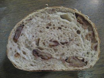 くるみといちじくのライ麦パン(ハーフ)切り口