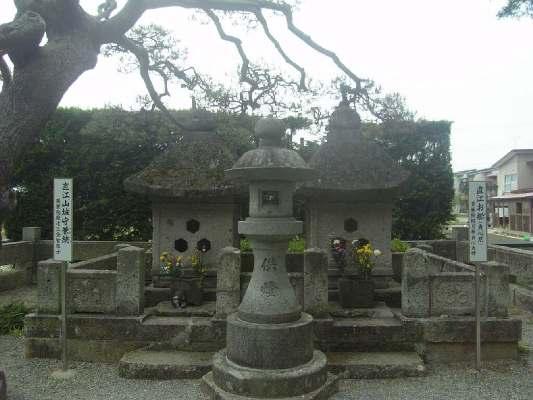 直江夫婦の墓1