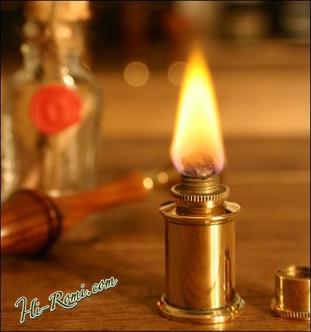 シーリングワックス用のちっちゃな真鍮製バーナーに火を灯してみました。