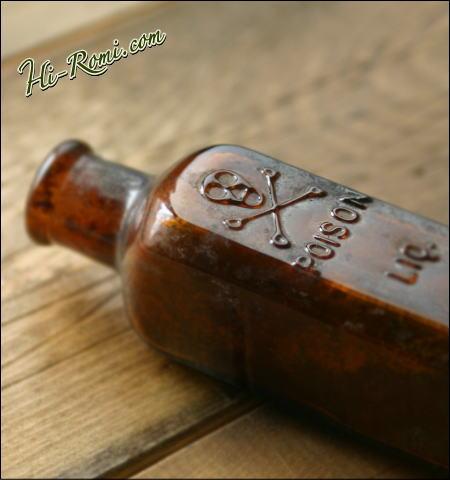 アンティークの薬瓶 1