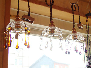 光に当たってキラキラ可愛いランプたち